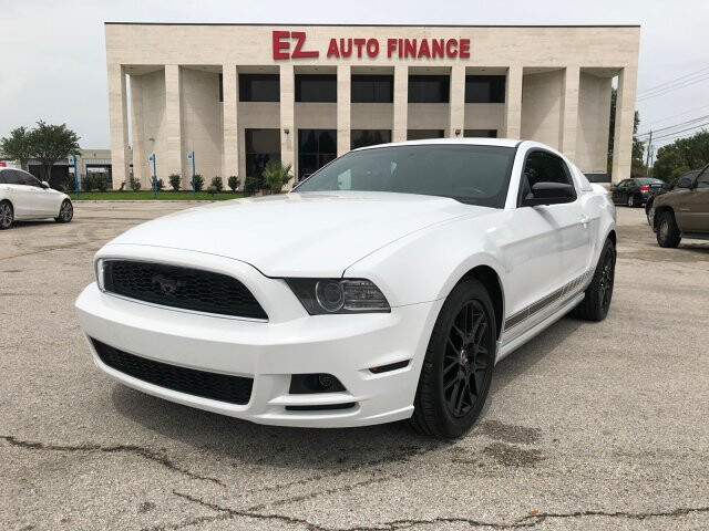 2014 Ford Mustang V6 Coupe 6-Speed Manual